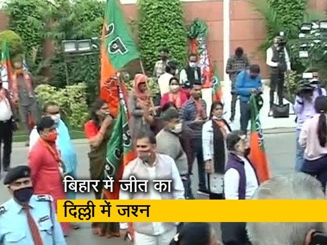 Videos : बीजेपी मुख्यालय में मनाया जा रहा है जश्न