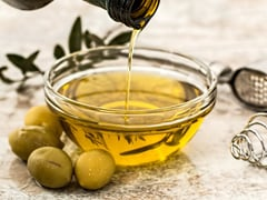 Love Salads? These Olive Oil Options Will Help You Whip Up Restaurant-Style Salad At Home