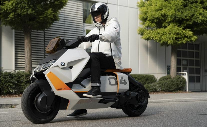 BMW डेफिनिशन सीई 04 स्कूटर को आधुनिक शहरी व्यवस्था को ध्यान में रखते हुए इसको तैयार किया गया है.