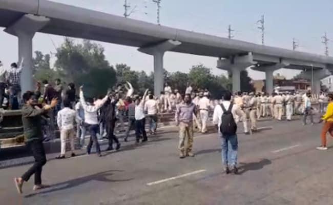 निकिता हत्याकांड : प्रदर्शनकारियों ने जाम किया हाईवे, पुलिस पर जबरदस्त पथराव