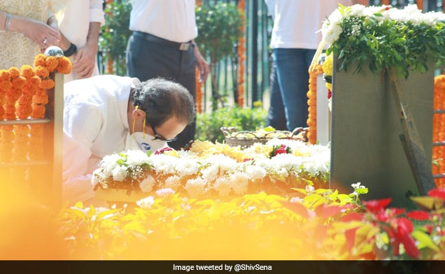 Uddhav Thackeray, Sharad Pawar Pay Tributes To Bal Thackeray On Death Anniversary