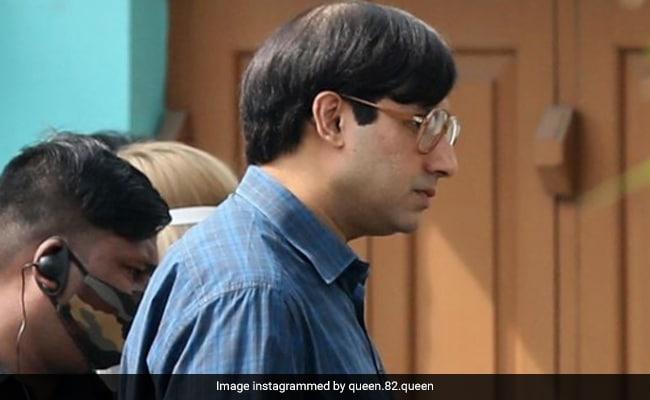 Nomoshkar, Ek Minute. Abhishek Bachchan As Bob Biswas Takes Over Kolkata