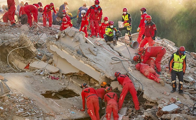 100 Dead, More Than 990 Injured After Turkey Earthquake