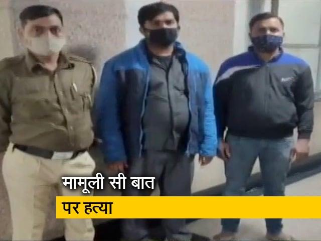 Videos : दिल्ली : दुकान के सामने पेशाब करने को लेकर हुआ झगड़ा, एक शख्स की मौत, कई घायल