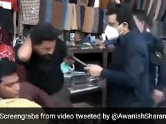 मास्क पहने बिना बैठे थे दुकानदार, शख्स ने आते ही की थप्पड़ों की बरसात, IAS ने दिया ऐसा रिएक्शन - देखें Video