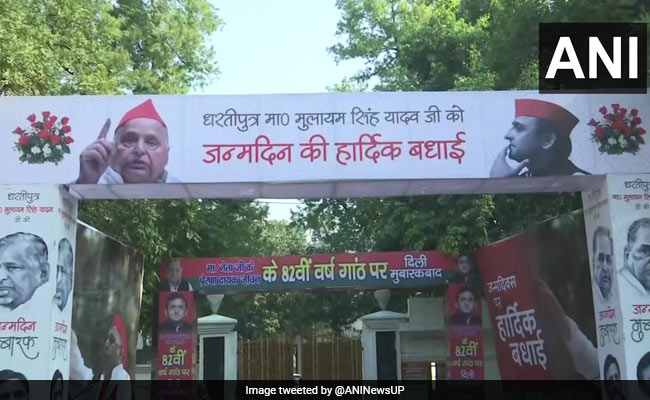 Mulayam Singh Yadav's 82nd Birthday Celebrated By His Partymen In Lucknow