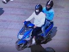 नीले रंग की बिना नंबर प्लेट की स्कूटी दिल्ली पुलिस के लिए बनी थी सिरदर्द, यूं पकड़ा...