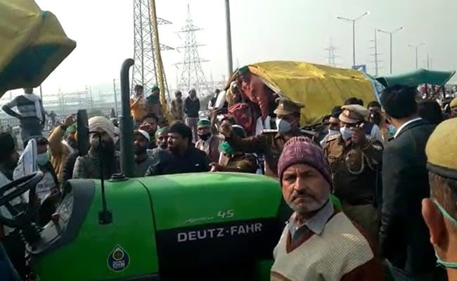 UP Farmers Tighten Their Chokehold On Delhi At Ghaziabad, Noida