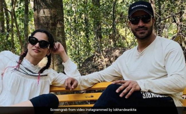 अंकिता लोखंडे ने शेयर की गोवा टूर की Photos, बॉयफ्रेंड विक्की जैन और परिवार के साथ यूं पोज करती आईं नजर