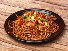 इस तरह घर पर बनाएं Chilli Garlic Noodles, ये है सबसे आसान रेसिपी