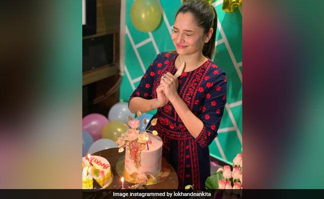 Inside Ankita Lokhande's Birthday Celebrations With Boyfriend Vicky Jain And Others