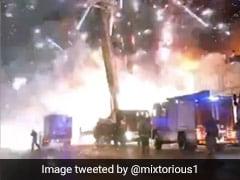 पटाखे की फैक्टरी में लगी आग, तो बाहर दिखा ऐसा नजारा, डरकर भागते दिखे फायरफाइटर - देखें Video