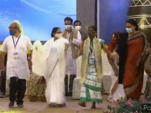 Video : Watch: Mamata Banerjee Breaks Into Dance, Then A Dig At BJP