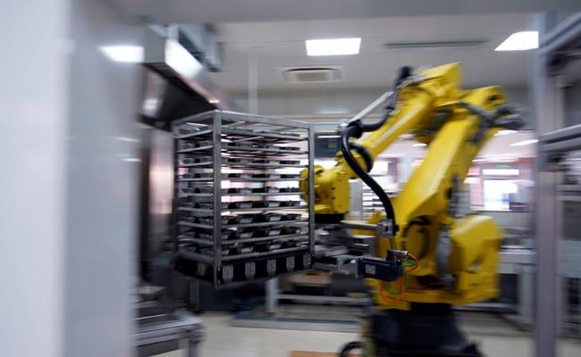 In Shanghai, Robot Chef Serves School Dinner To Lower COVID-19 Risk
