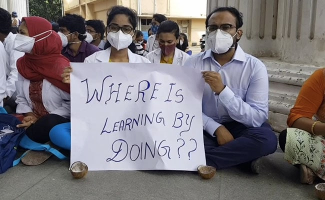 'We're Taught Covid, Covid, Covid': Karnataka Resident Doctors Protest