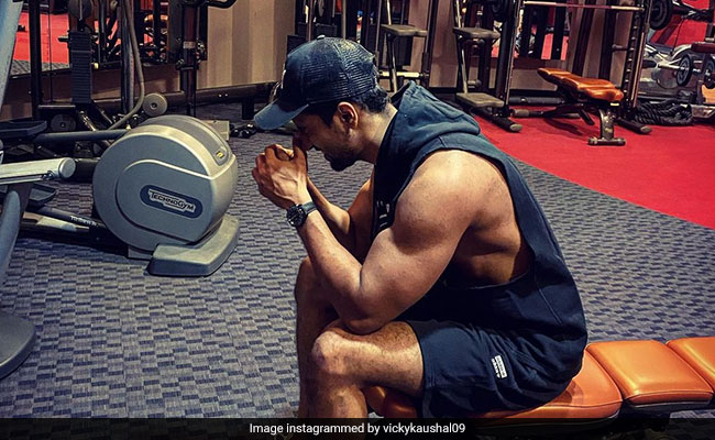 Vicky Kaushal's Biceps In This Pic Grab Attention Of Rajkummar Rao And Angad Bedi