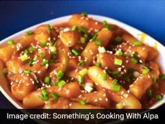Spicy Rice Cakes Recipe: नए साल में खाना चाहते हैं कुछ यूनिक तो ट्राई करें कोरियाई स्ट्रीट फूड वेज वर्जन रेसिपी