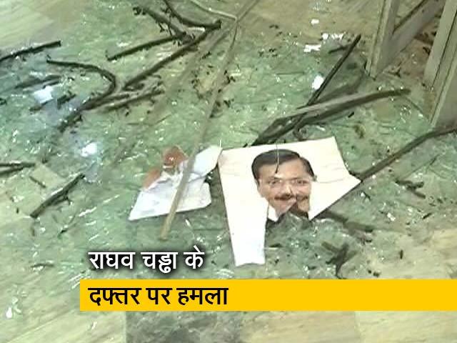 Video : दिल्ली जल बोर्ड के दफ्तर में तोड़फोड़, चड्ढा ने बीजेपी कार्यकर्ताओं पर हमले का आरोप लगाया