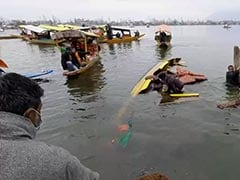 BJP Campaign <i>Shikara</i> Overturns In Srinagar's Dal Lake, 4 Leaders Rescued