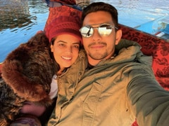 A Stunning Pic From Aditya Narayan And Shweta Agarwal's Honeymoon In Srinagar