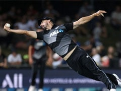 """""""Catch Of The Summer"""": Daryl Mitchell Pulls Off A One-Handed Screamer During NZ vs PAK 3rd T20I. Watch"""