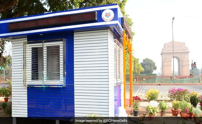 Delhi Police Set Up Solar Energy-Enabled 'Modern Beat Booth' At India Gate