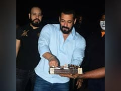Inside Salman Khan's Midnight Birthday Celebrations With Paparazzi
