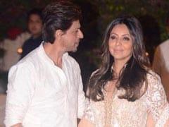 Shah Rukh Khan's ROFL Reply To Gauri Khan's Tweet Deserves An Award Of Its Own