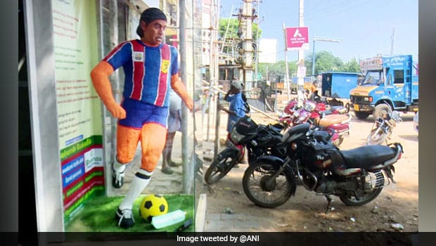 Tamil Nadu Bakery Honours Diego Maradona With 6ft Tall Cake Statue