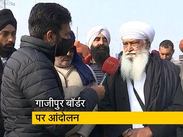 Videos : किसानों के हौसले के आगे ठंड भी बेअसर
