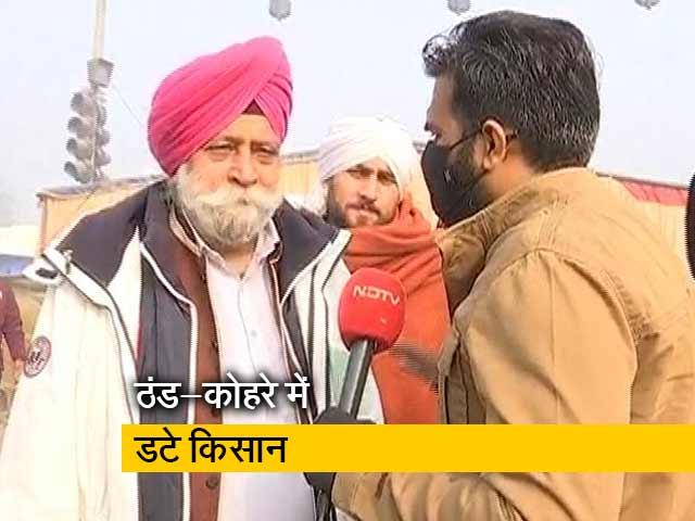 Videos : दिल्ली में बढ़ती ठंड, मांग पर अड़े हैं किसान