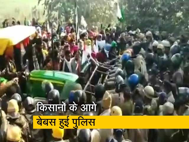 Videos : बाजपुर में पुलिस के बैरीकेड तोड़ दिल्ली कूच कर गए किसान