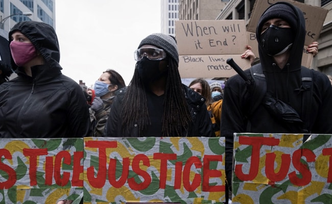 Police Killing Of Unarmed Black Man Ignites Fresh Outrage In US