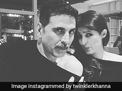 पत्नी ट्विंकल खन्ना की ऑफ शोल्डर ड्रेस को अक्षय कुमार ने किया कॉपी, एक्ट्रेस ने शेयर की ब्लैक एंड व्हाइट फोटो