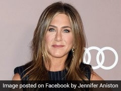 Jennifer Aniston's Covid-Themed Christmas Ornament Divides Fans
