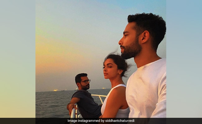 Just A Pic Of 'Sunset Lovers' Deepika Padukone And Siddhant Chaturvedi Chilling Together