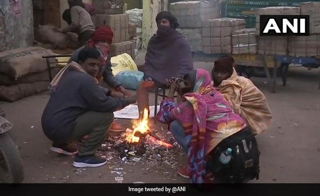 नए साल के जश्न में खलल: दिल्ली में 3.3 डिग्री पर पहुंचा पारा, माउंट आबू में माइनस 4 डिग्री तापमान