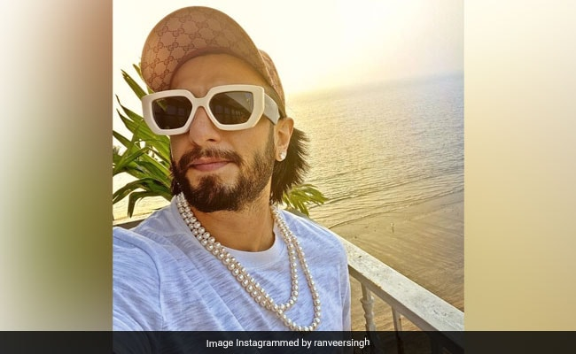 On Pic Of Ranveer Singh Wearing Pearl Necklace, Arjun Kapoor's Comment Takes The Cake