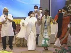 देखें VIDEO: चुनाव प्रचार के दौरान ममता बनर्जी ने किया डांस, फिर मंच से साधा BJP पर निशाना
