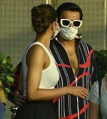 Deepika Jets Off To Alibaug But First, A Date With Ranveer. See Pics