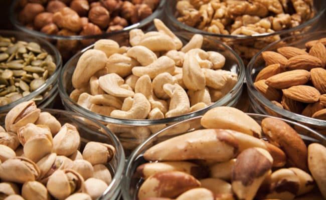 Raw Foods Vs Cooked: भूलकर भी इन चार चीजों को पकाकर न खाएं, सेहत के लिए हो सकती हैं खतरनाक