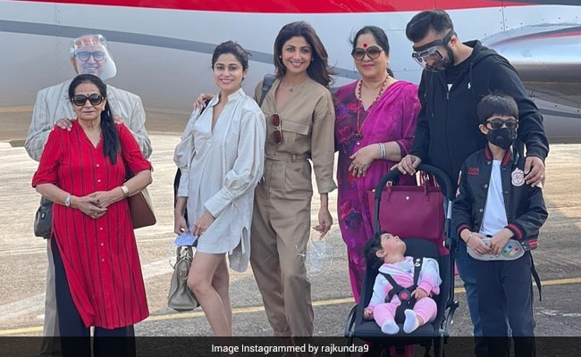 Shilpa Shetty And Raj Kundra Fly To Goa With Family For The 'First Vacation Of 2020'