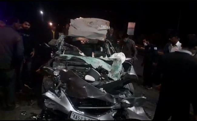 मध्यप्रदेश : तेज रफ्तार कार टैंकर के पीछे से टकराई, पांच की मौत, तीन घायल