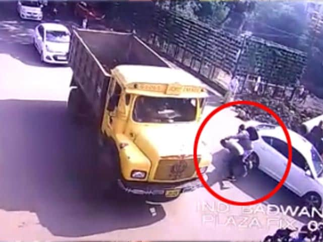 Video : On Camera, Indore Architect Crushed By Truck Days Before Anniversary
