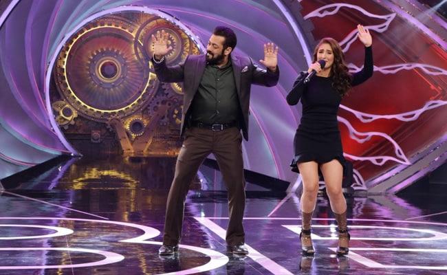 Salman Khan Dances To Dhvani Bhanushali's Song Nayan On Bigg Boss 14