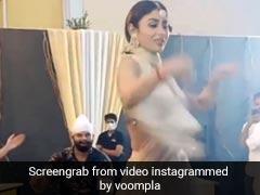पुनीत पाठक की शादी में Mouni Roy ने 'कजरा रे' सॉन्ग पर किया डांस, वायरल हुआ Video