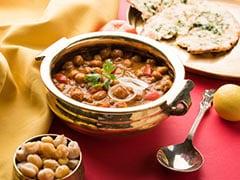 <i>Chole Bhature</i> To <i>Ghugni</i>: 5 Chickpea (Chana) Curries Of India You Shouldn't Miss!
