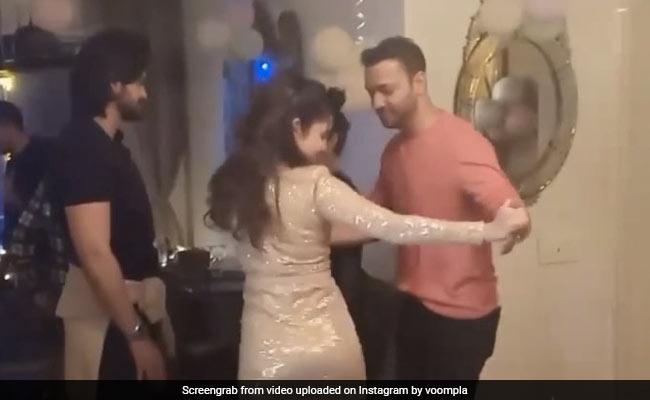 अंकिता लोखंडे की बर्थडे पार्टी का Video हुआ वायरल, मंगेतर विक्की जैन संग 'गर्मी' गाने पर डांस करती आईं नजर