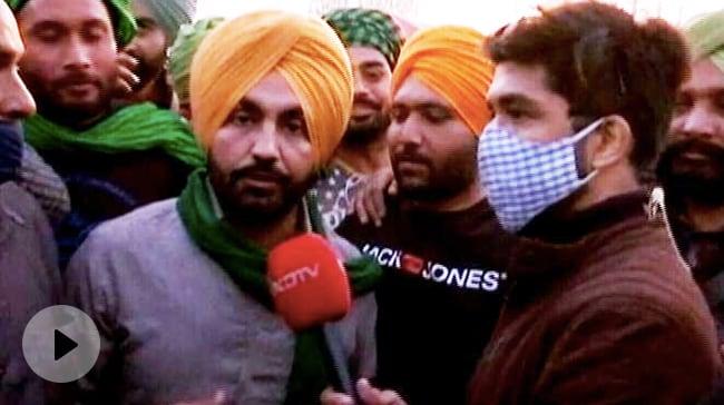 Video : Punjabi Artist Ravinder Grewal Joins Farmer Protests At Delhi