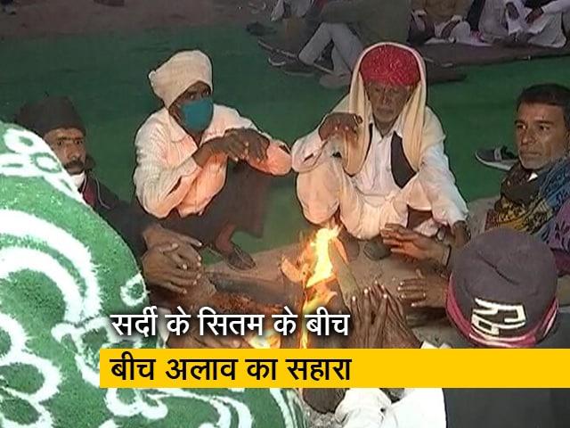 Video : किसानों ने अलाव जलाकर आंदोलन की आंच कायम रखी